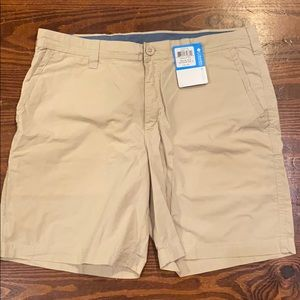 Columbia NWT khaki modern classic sz 36 shorts